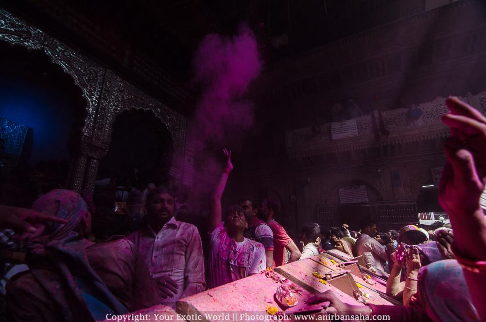 Banke Bihari Temple inside