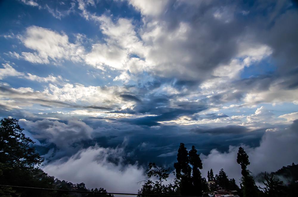 darjeeling, clouds